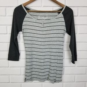 One Step Up 3/4 Sleeve Gray Striped Shirt/Top